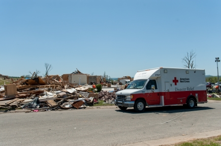 May 3, 2014. Mayflower, Arkansas. Red Cross emergency response vehicles (ERVs) delivered cleanup kits, rakes, shovels, gloves, garbage bags, tarps as well as snacks and water to residents and workers cleaning up after the tornado. Photo by Jason Colston / American Red Cross